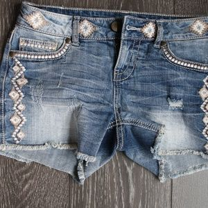 Maurice's distressed embroidered cut off short 3 4